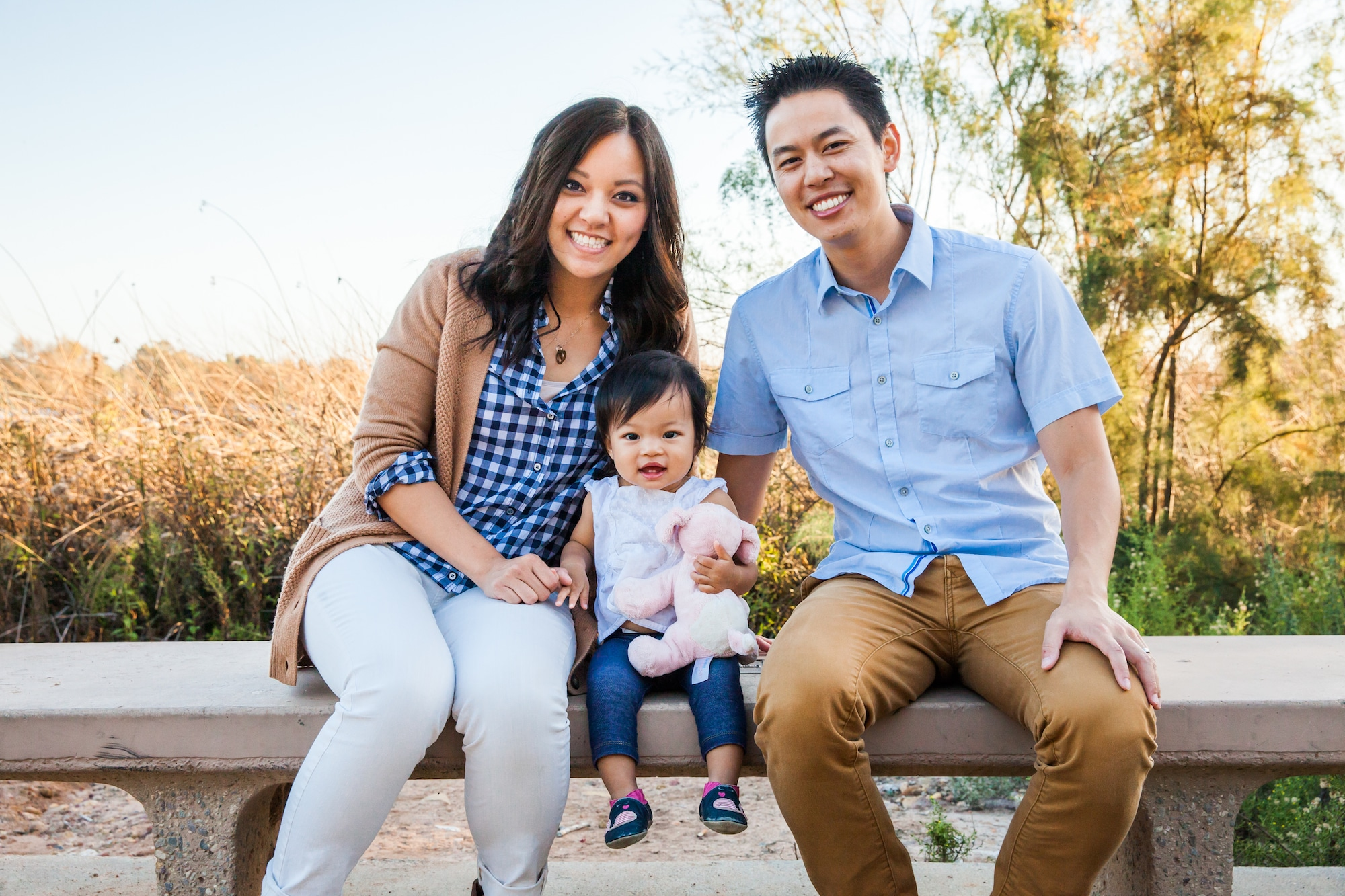 What to Wear for Family Photos - How to Choose Outfits that Coordinate Without Being Matchy