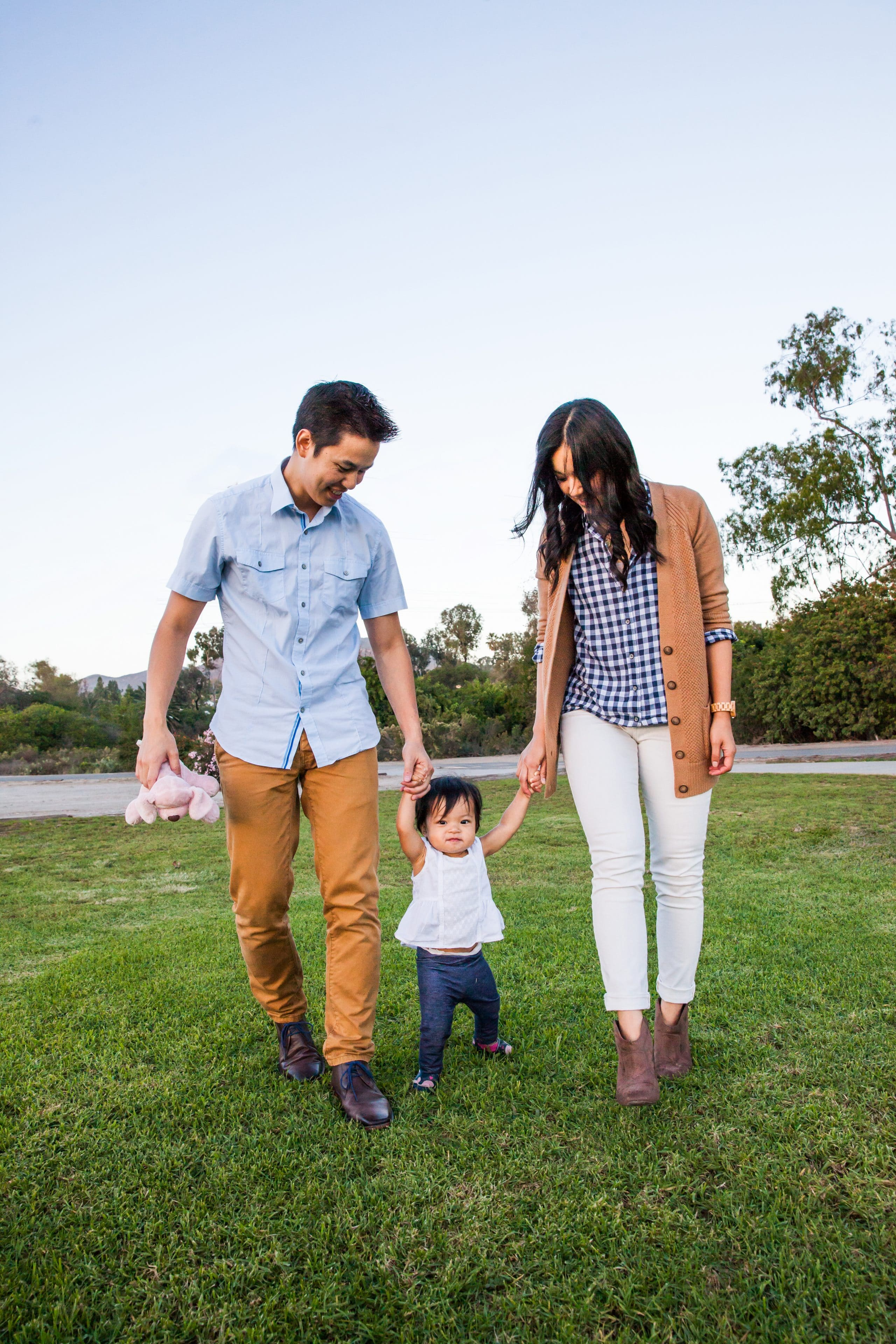 How to Choose Outfits for Family Pictures - Coordinate Without Being Matchy