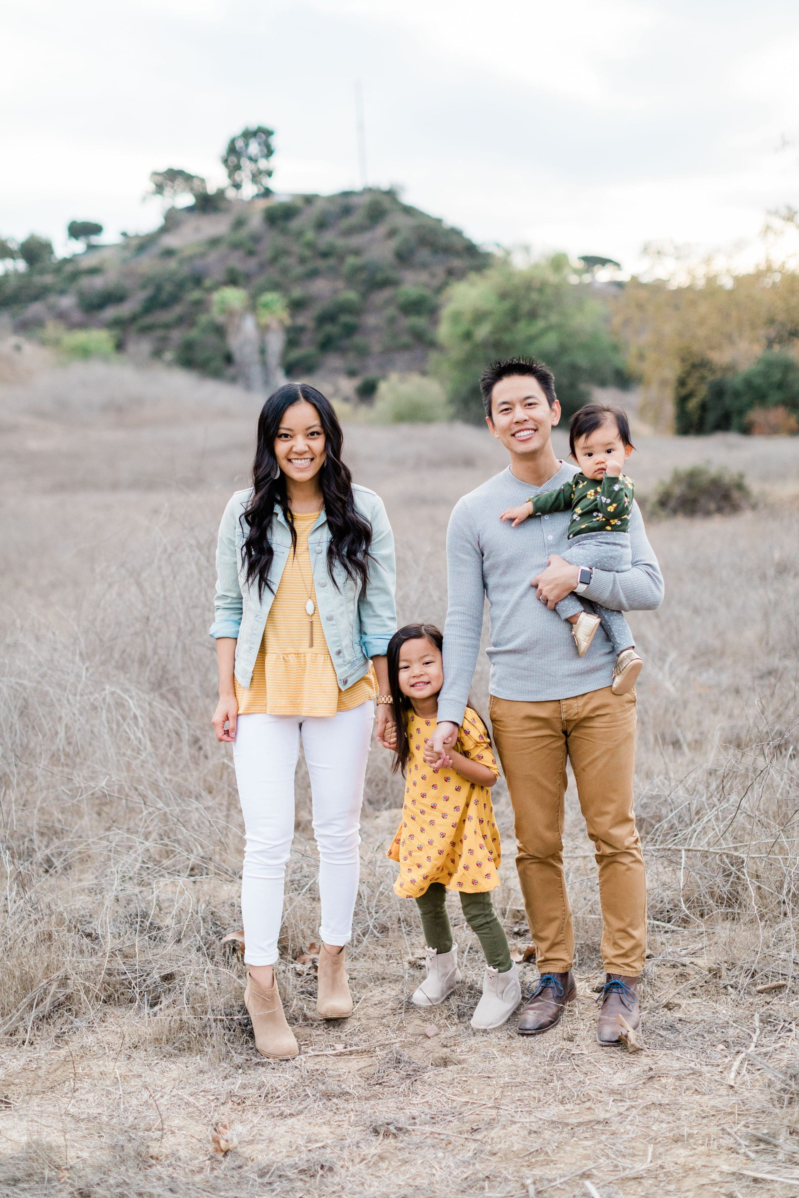 Outfits for Family Photos Without Looking Matchy
