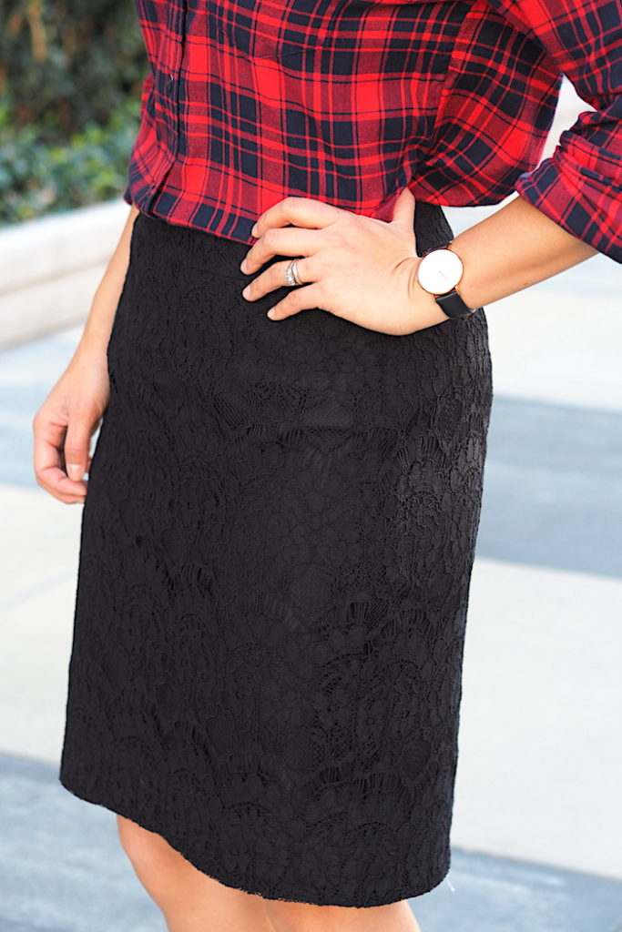 Outfit With a Lace Pencil Skirt