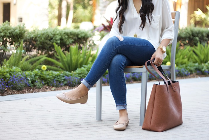 Jeans + tunic + ballet flats + long necklace + tote