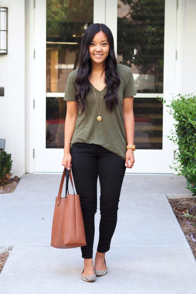 Olive tee + black skinny jeans + leopard print flats