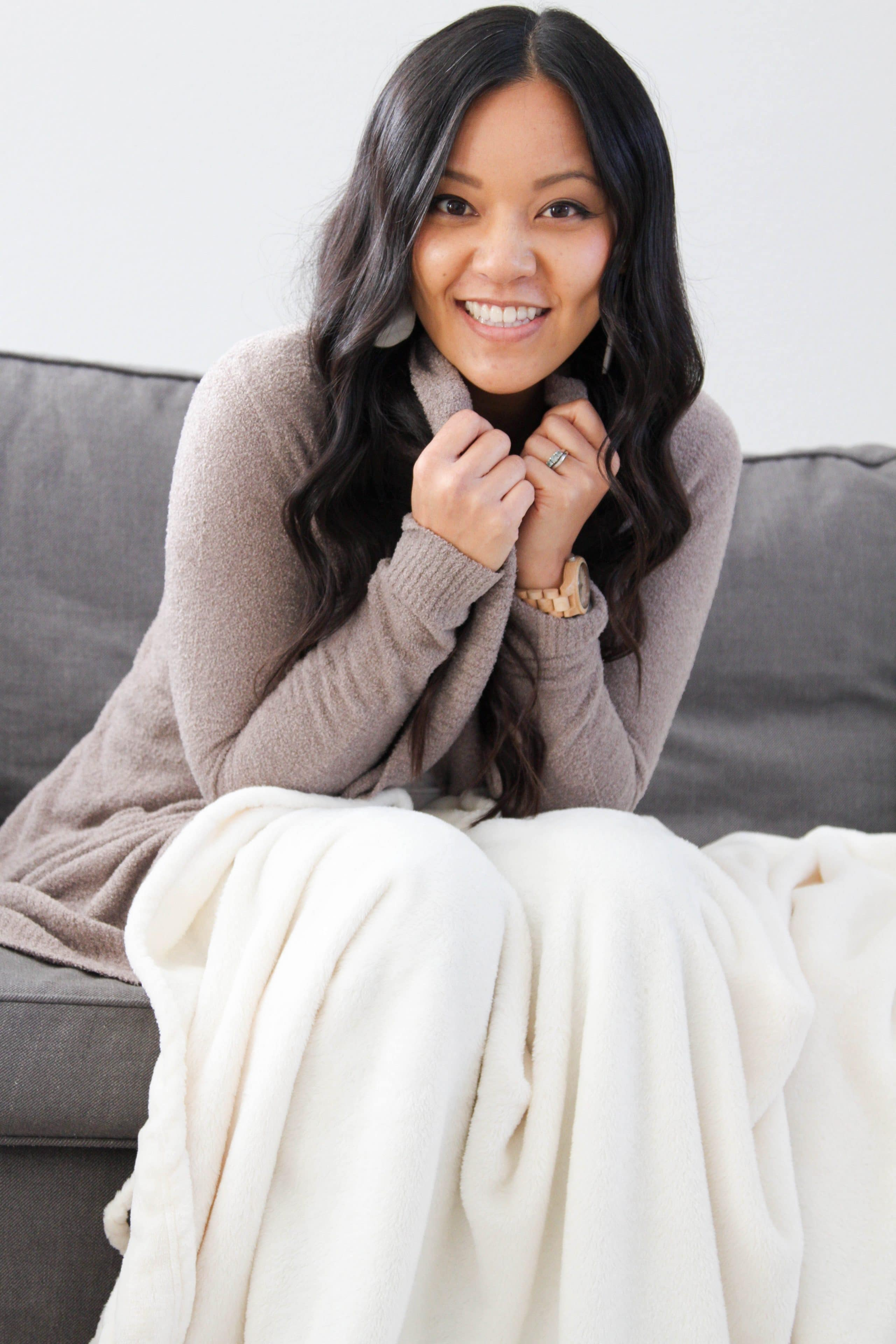 Lounge Outfit: Comfy Cardigan + Blanket + Jord Watch