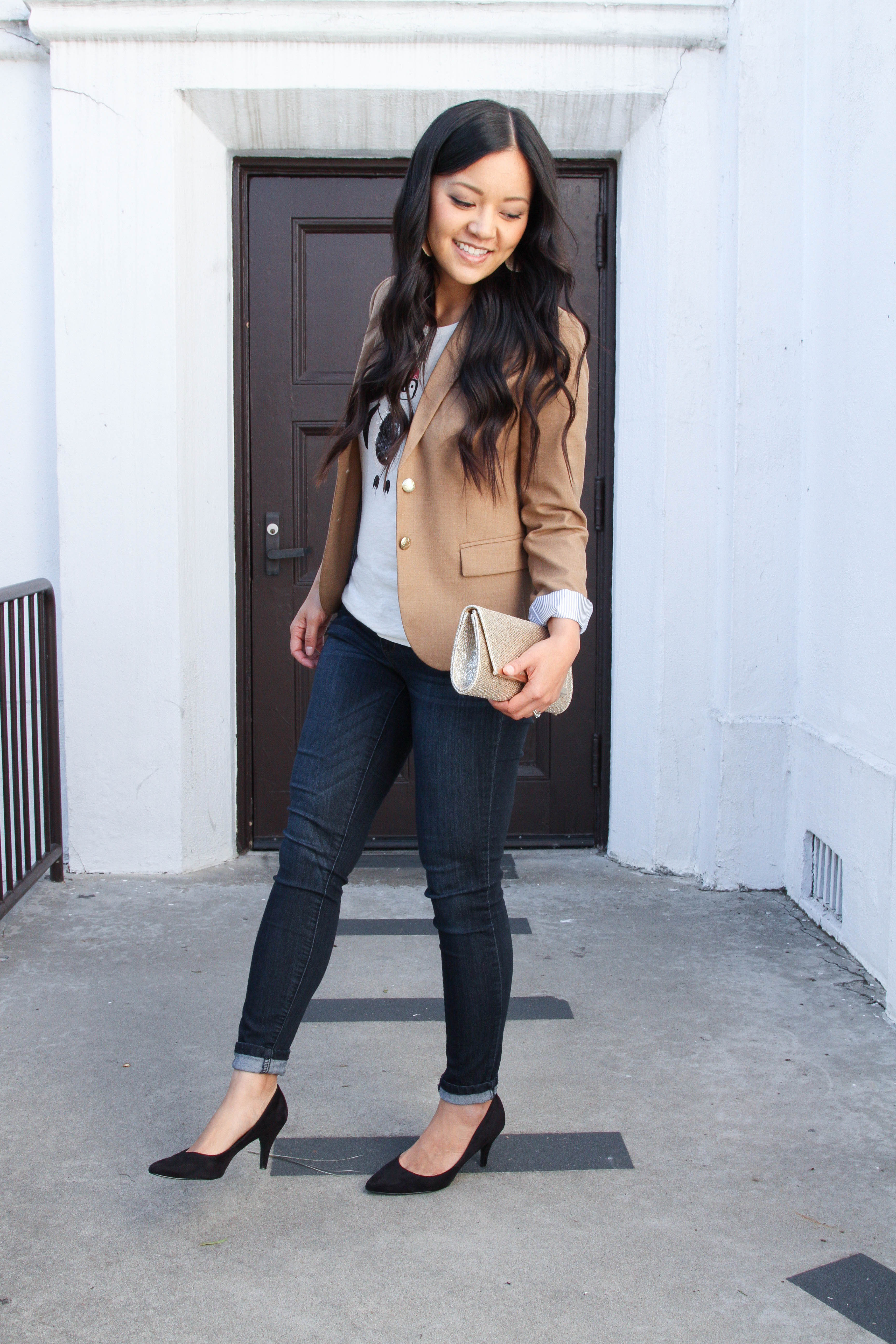 Skinnies + black pumps + tan blazer + gold clutch + holiday t-shirt