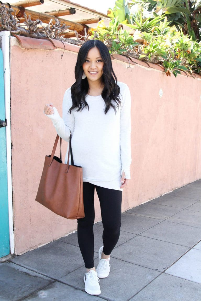 activewear tunic and leggings with sneakers outfit
