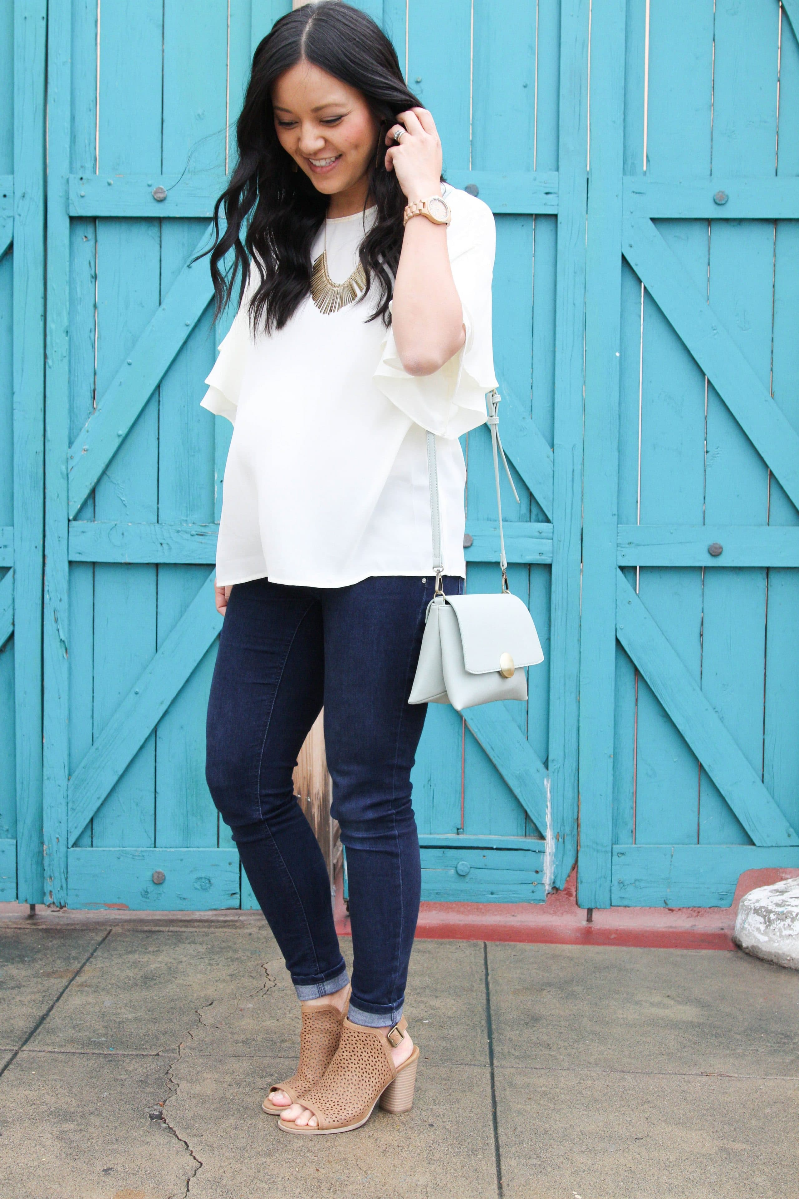 Skinny jeans + Heeled Booties + White Blouse + Mint Purse