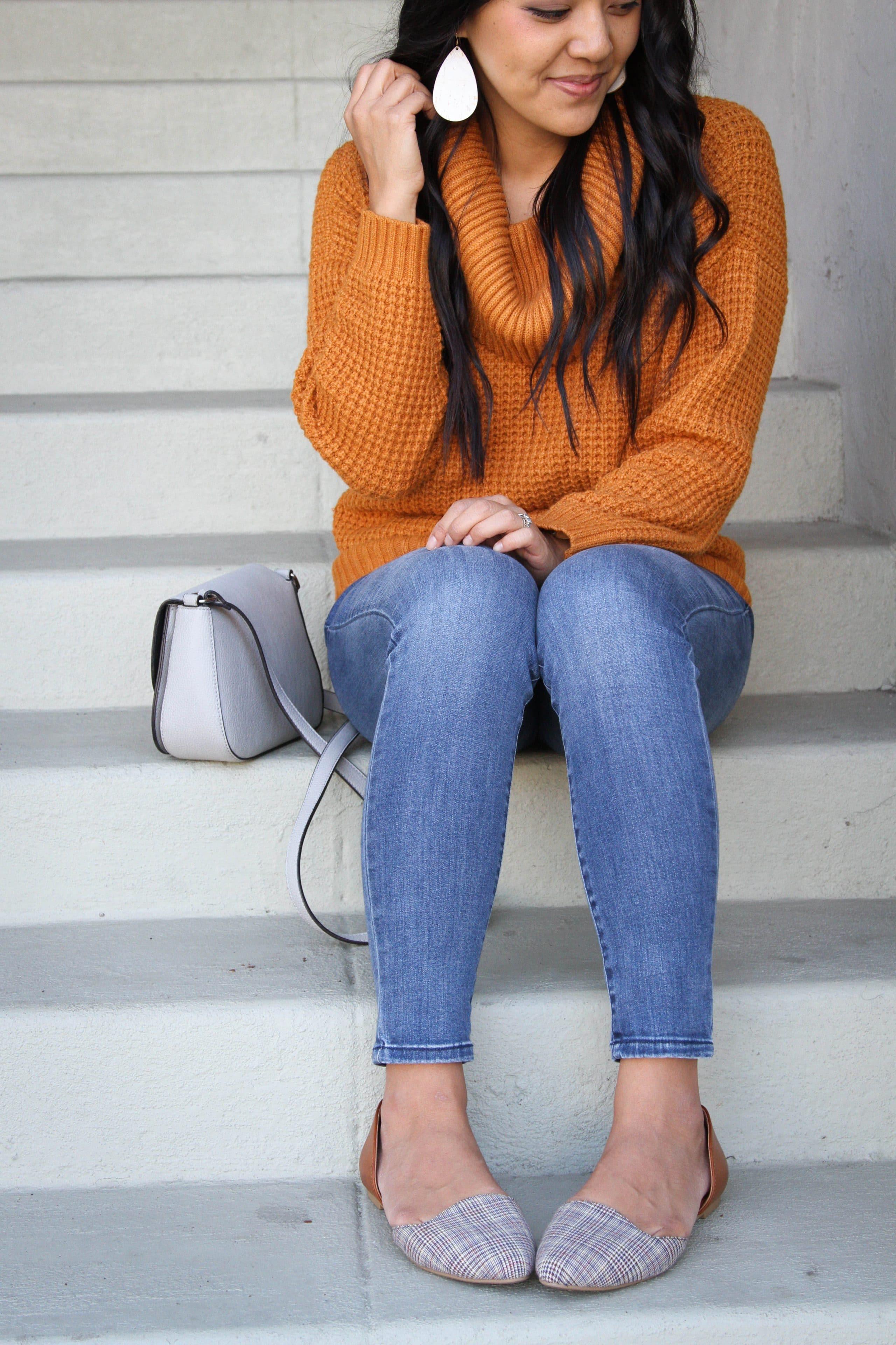 Light jeans + Printed Flats + Fall Sweater + Gray bag