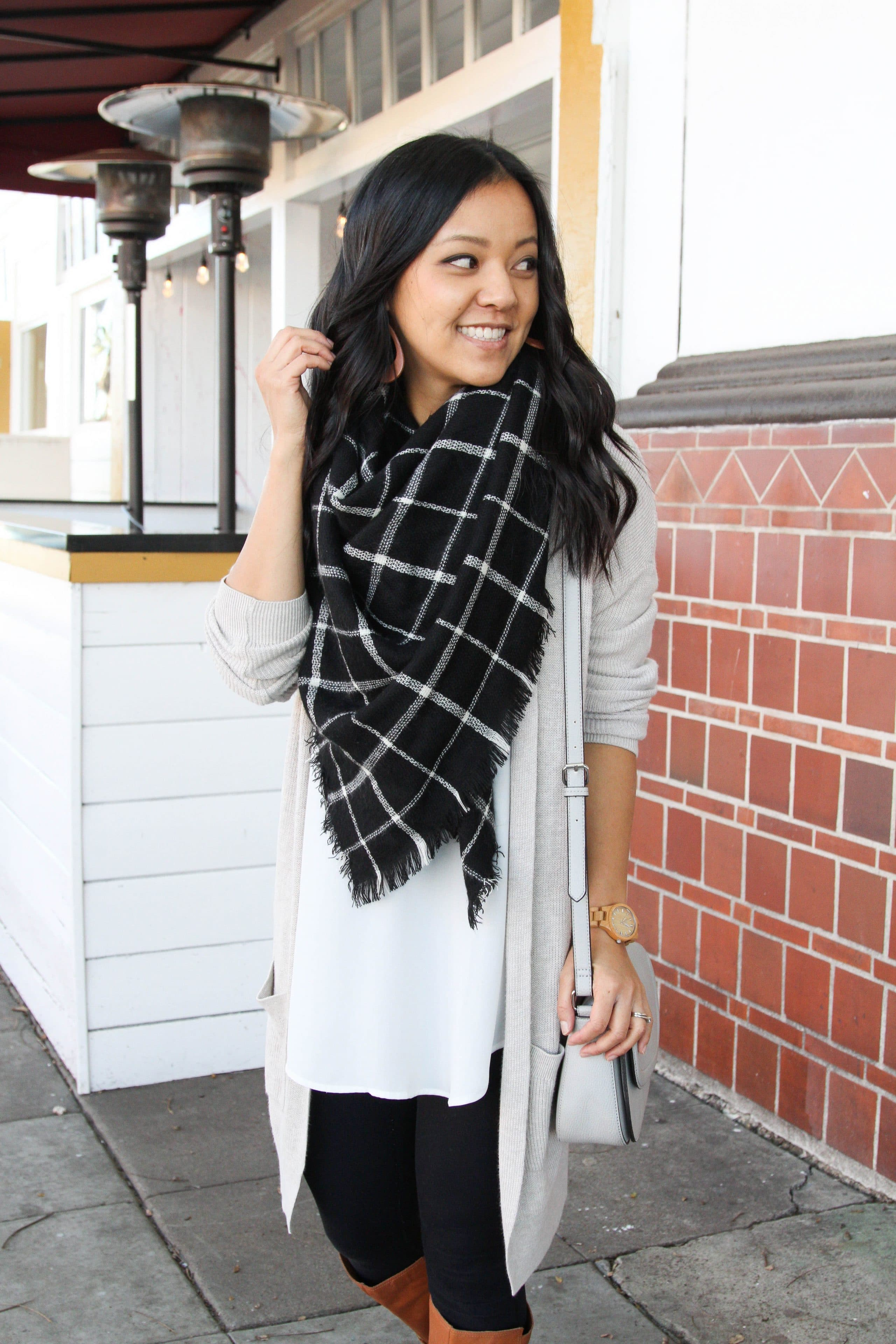6ff95a77d9ca First up is a casual look that s great for hanging out with kids or friends  but is a step up from athleisure. I used my favorite white tunic ...