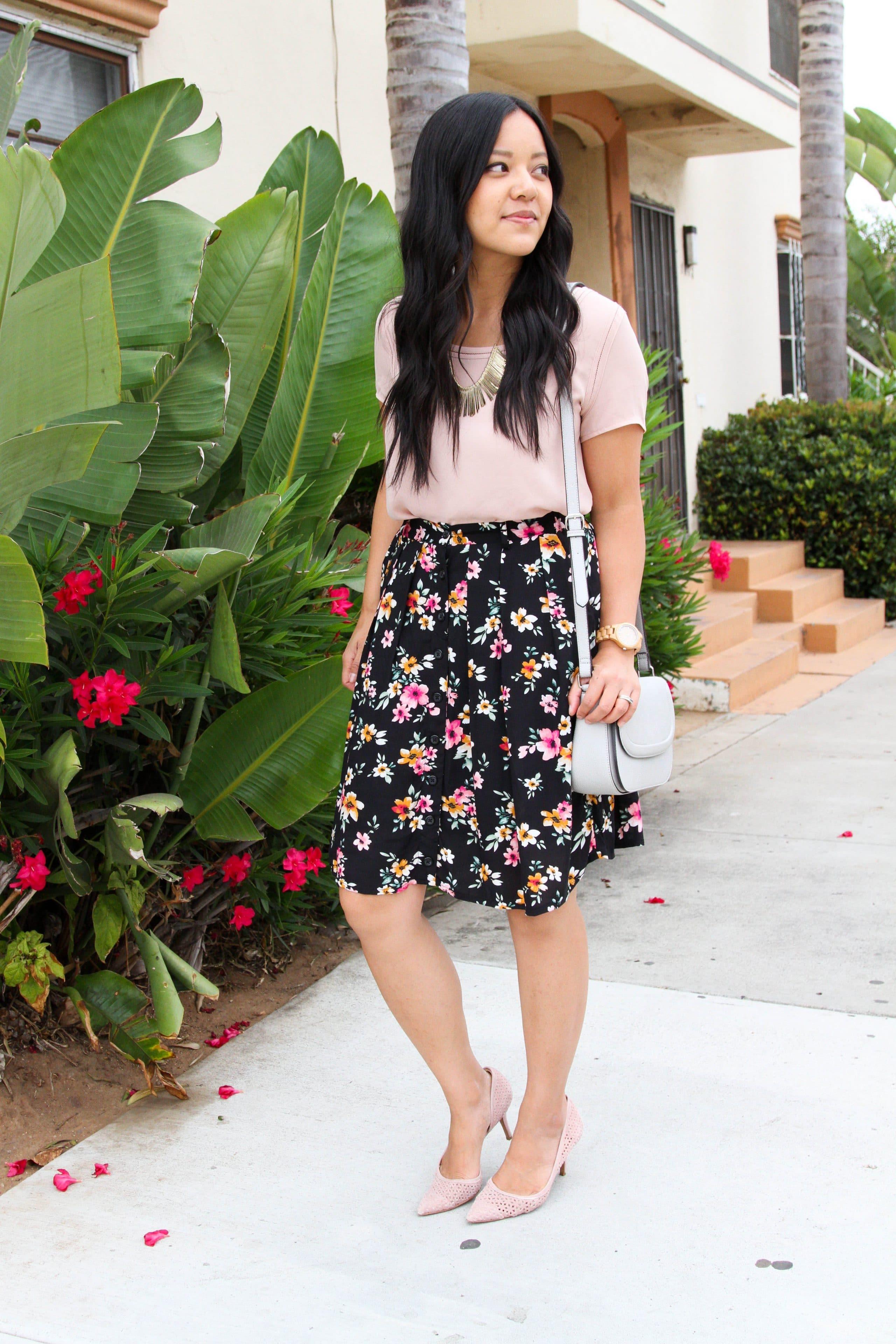 Black floral skirt + pink top + pink pumps + white bag + statement necklace