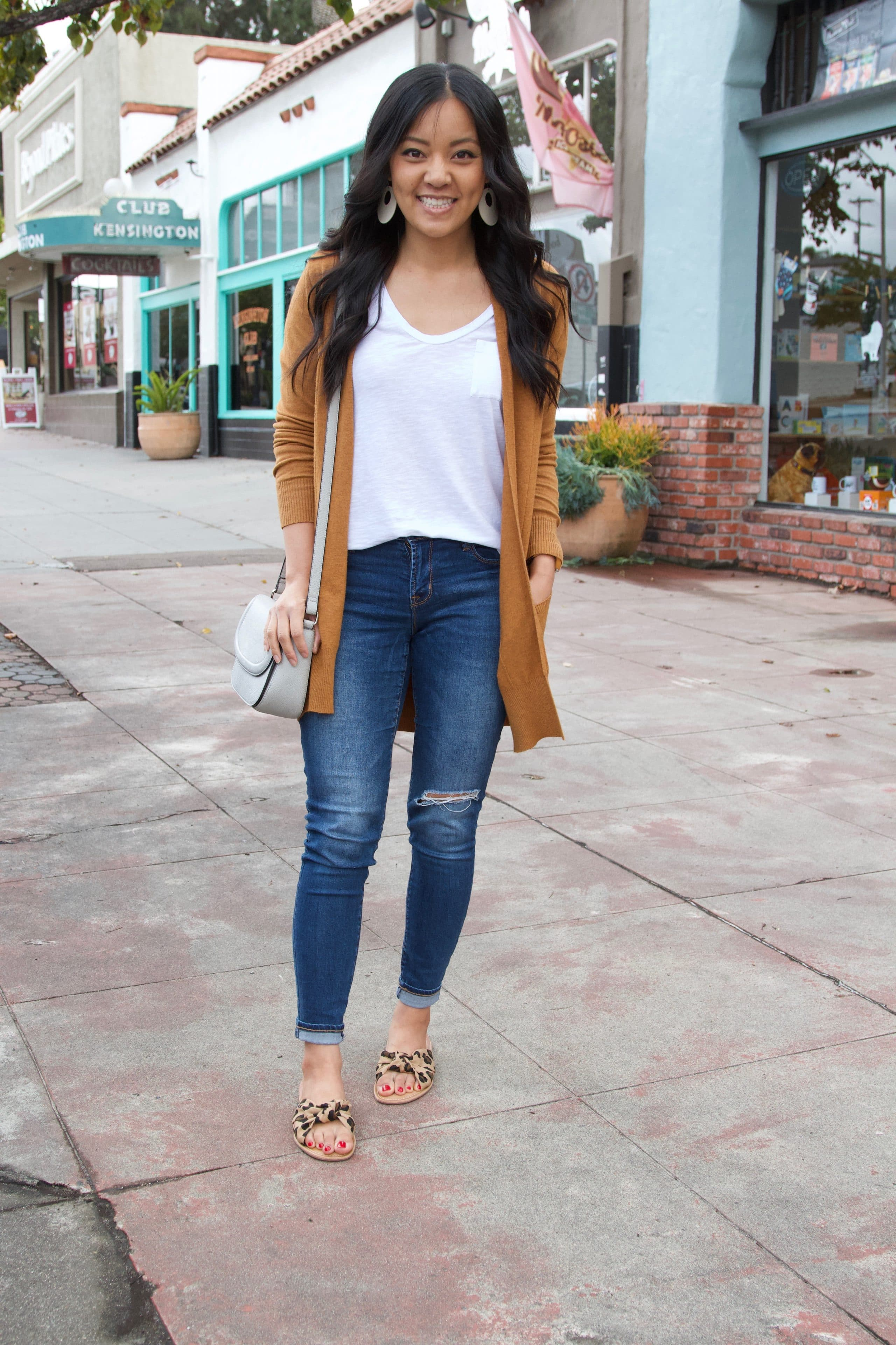 leopard print sandals + white tee + skinny jeans + brown cardigan