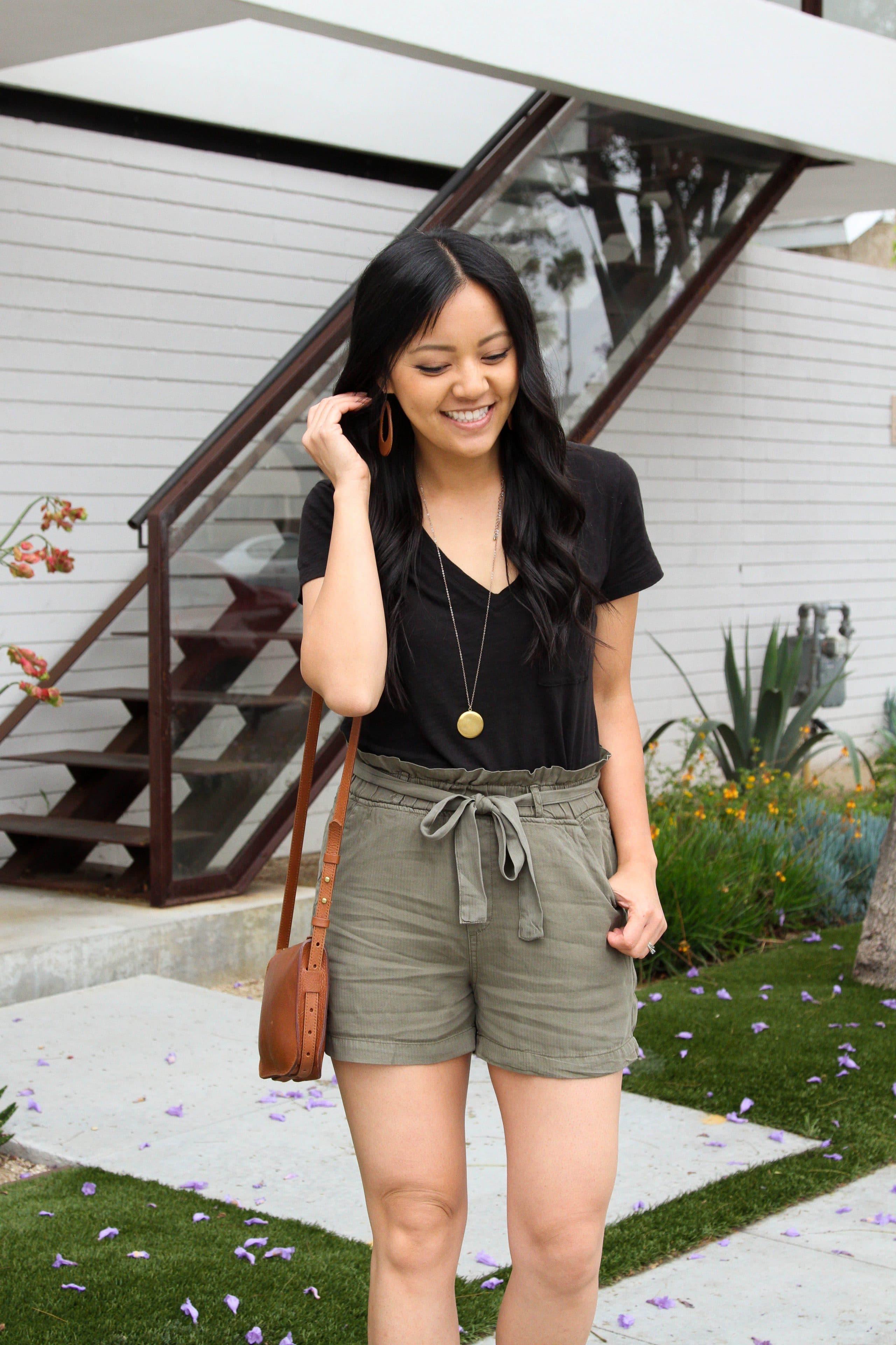 black tee + linen shorts + long pendant necklace