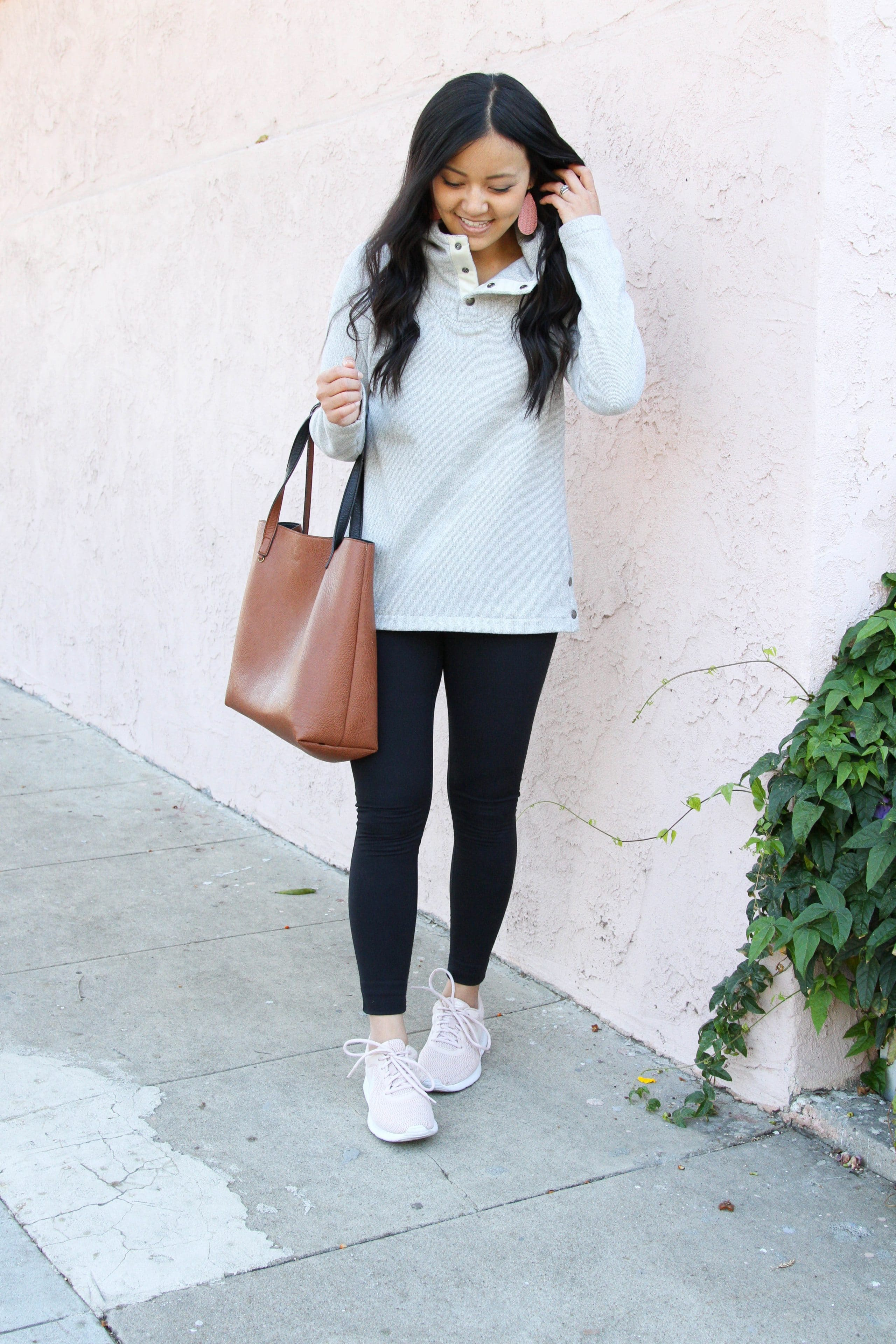 grey fleece + black leggings + pink sneakers + brown tote