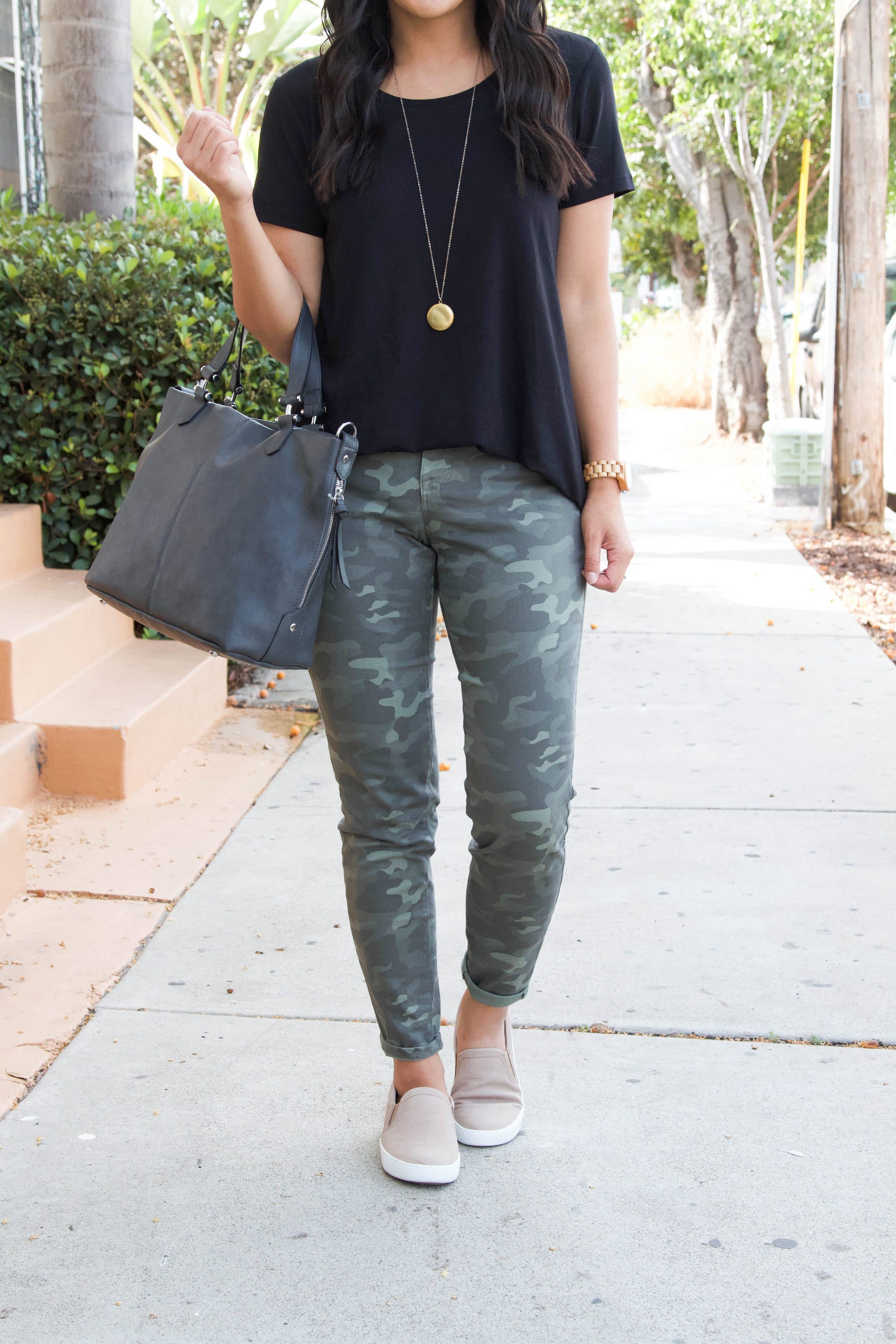 black top + taupe sneakers + grey tote + green camo pants