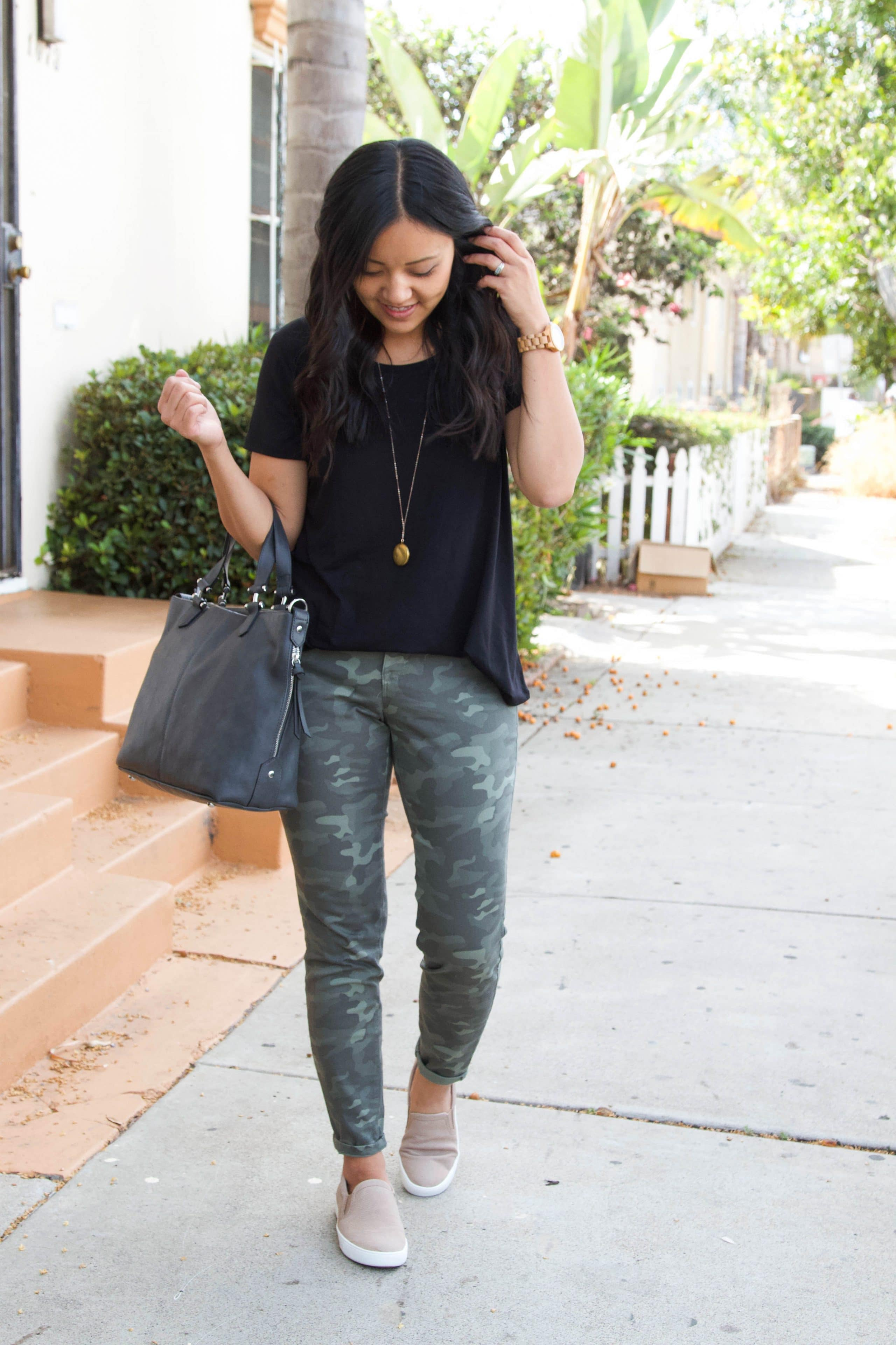 black top + green camo pants + taupe sneakers + grey tote
