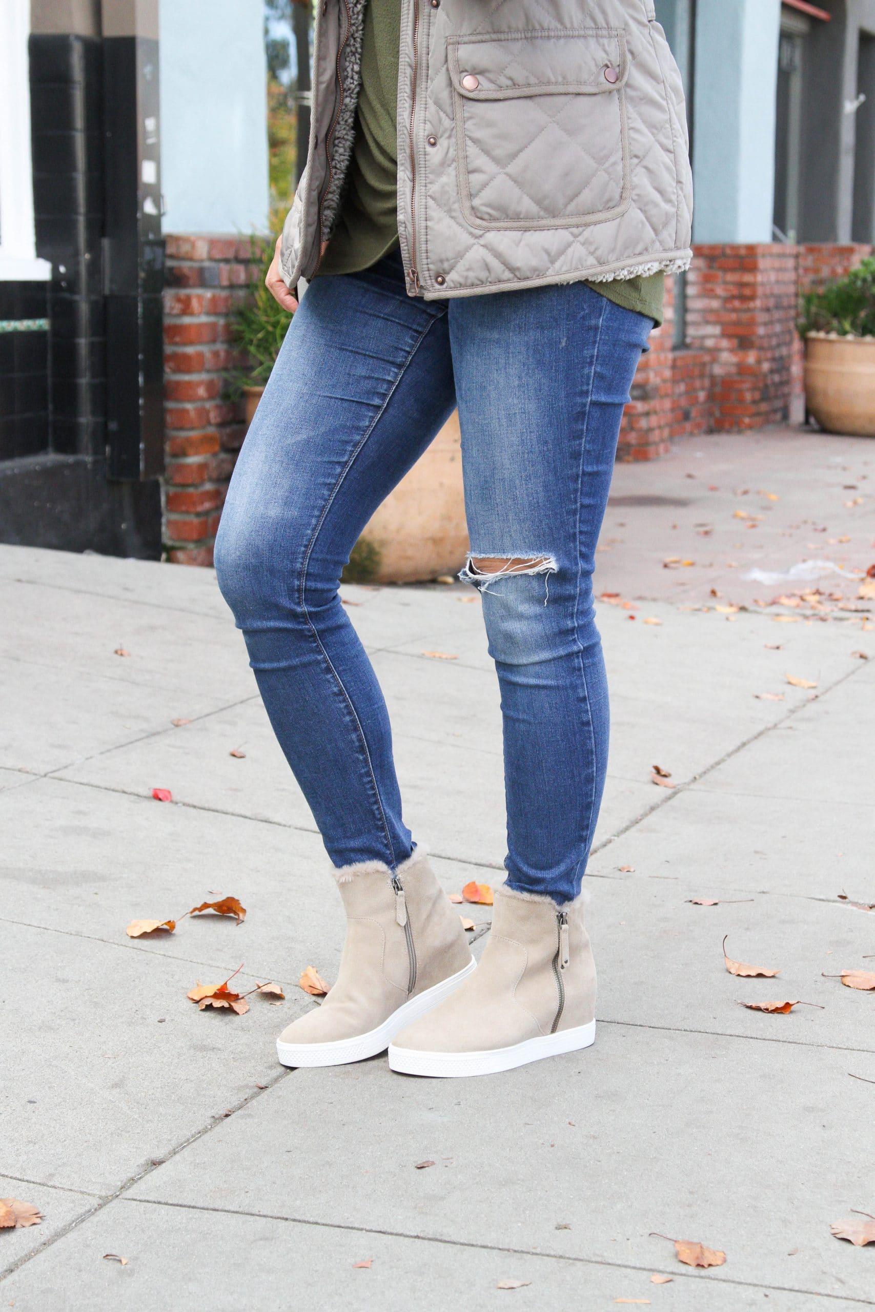 green twist knot tee + skinny jeans + wedge booties + grey jacket