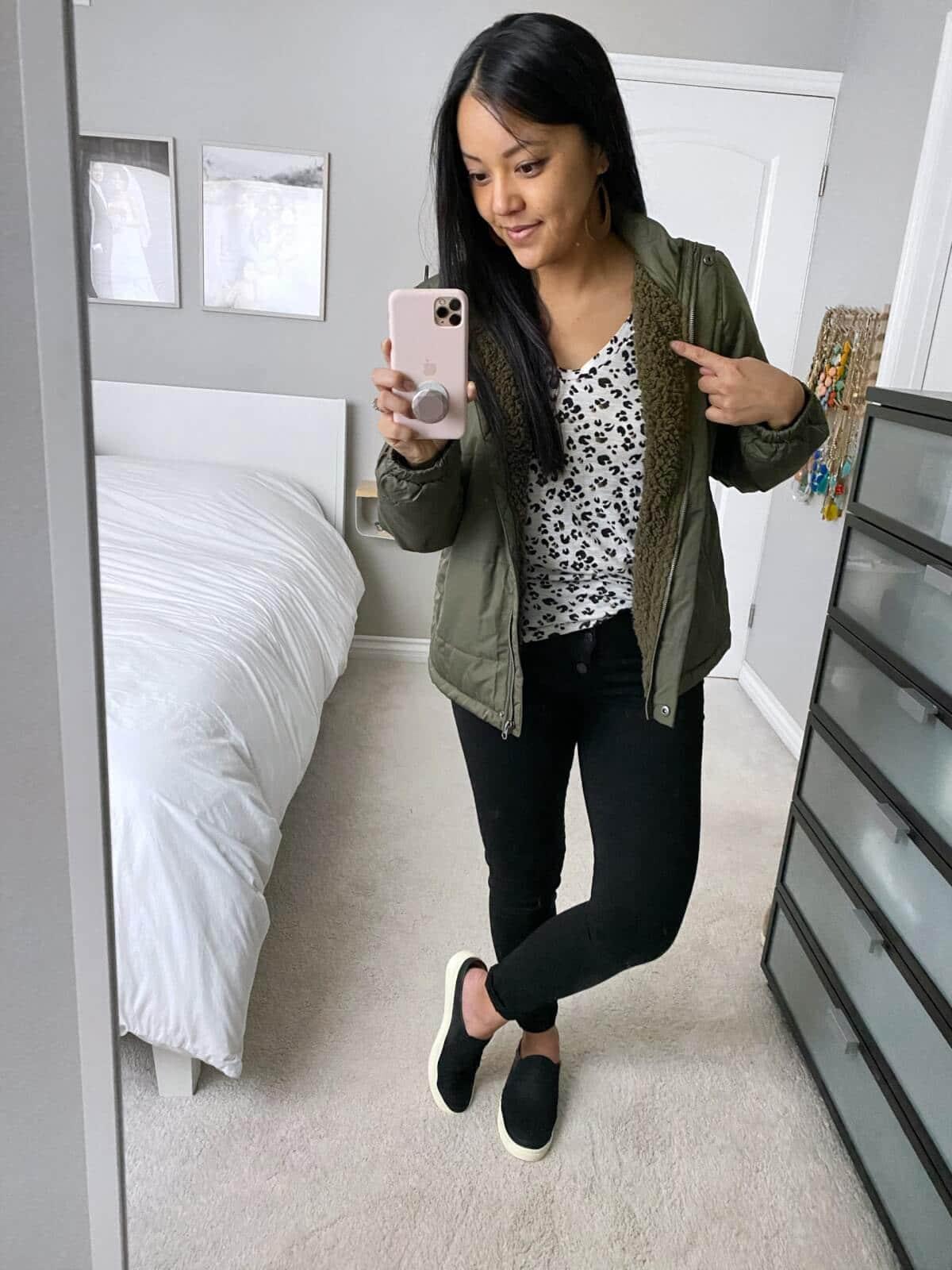 Casual Fall Outfit: leopard print tee + olive fleece-lined jacket + black skinny jeans + black mule sneakers
