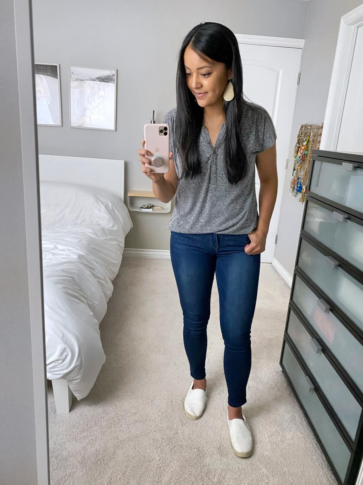 Casual Jeans Outfit: skinny jeans + grey button-neck tee + metallic leather earrings + white slip-on sneakers
