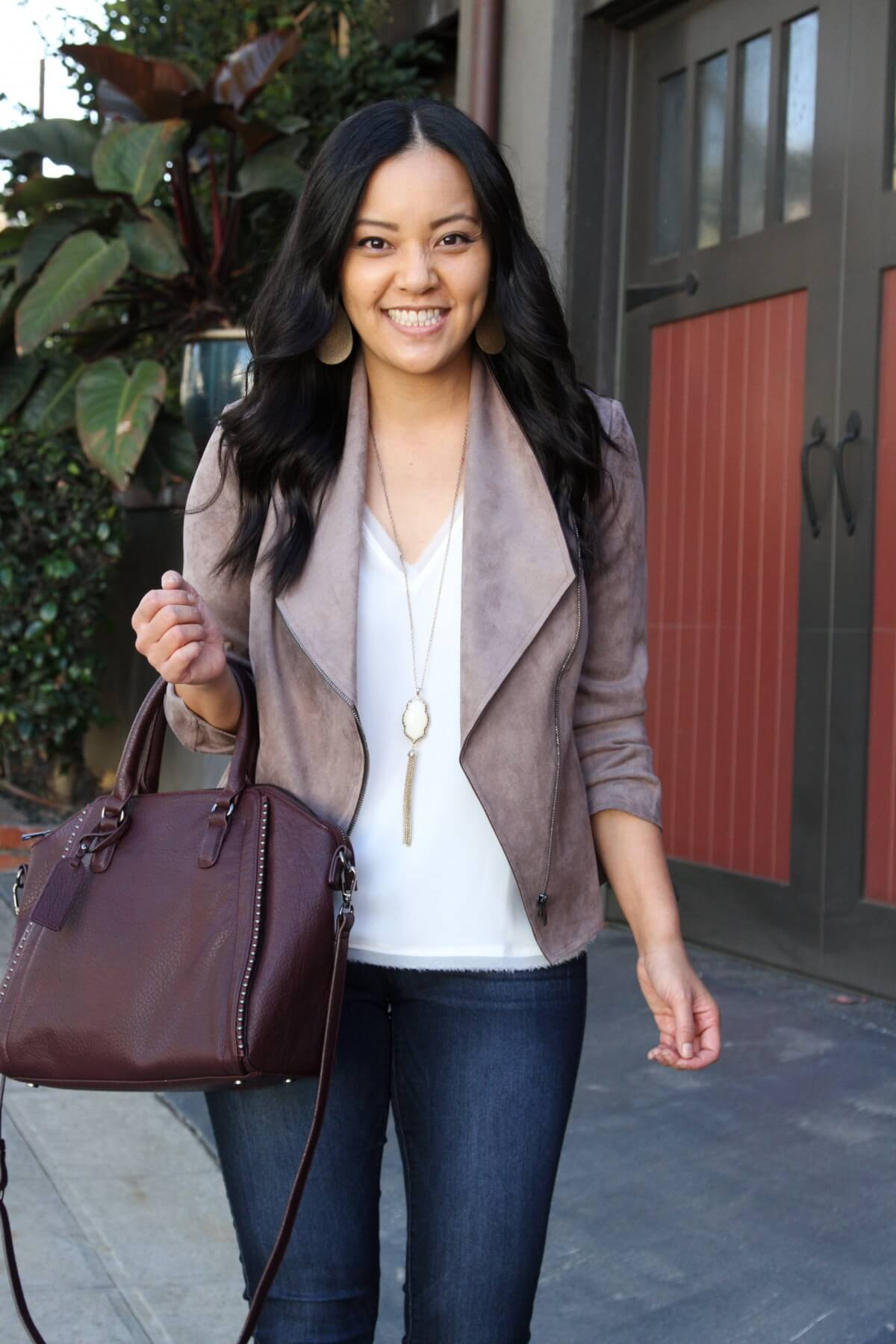Fall Business Casual Outfit: white tank + taupe suede jacket + skinny jeans + gold fringe pendant necklace + gold leather earrings + maroon bag