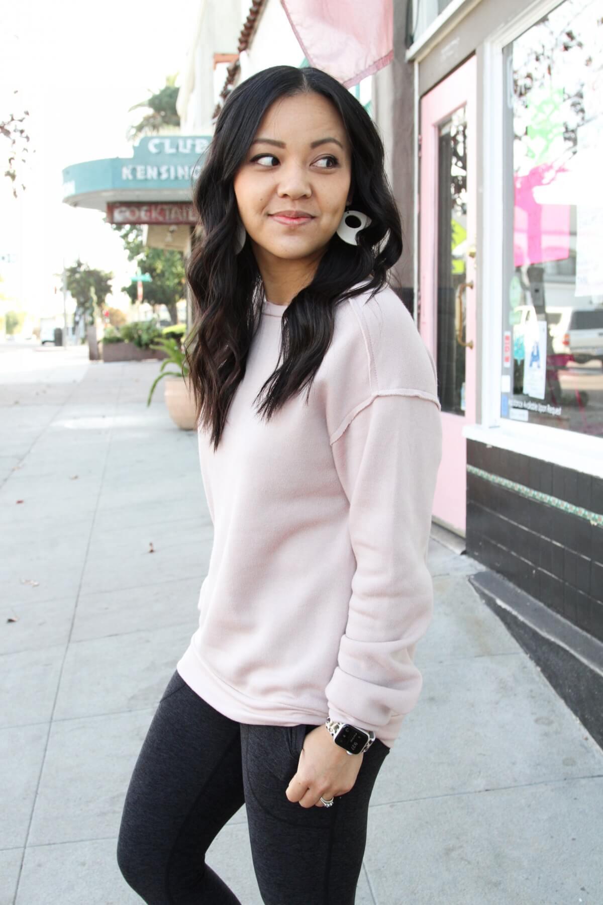 Athleisure Outfit: dark grey pocket leggings + blush sweatshirt + cream leather earrings