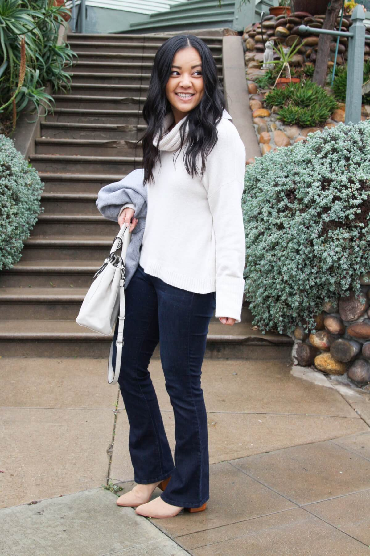 winter outfit: white turtleneck sweater + blue jeans + white handbag