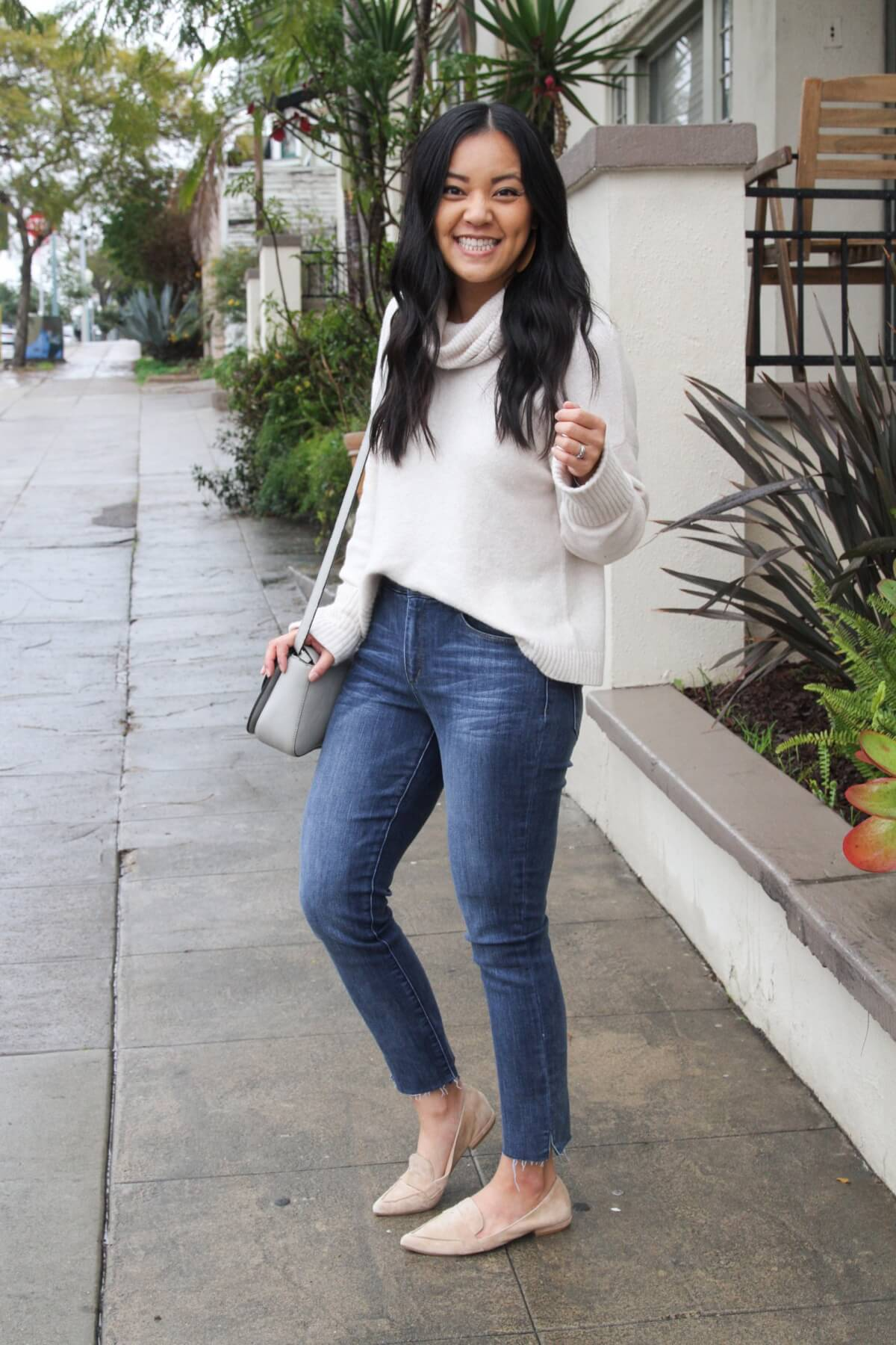 spring outfit: white turtleneck sweater + straight leg jeans + neutral flats + gray purse