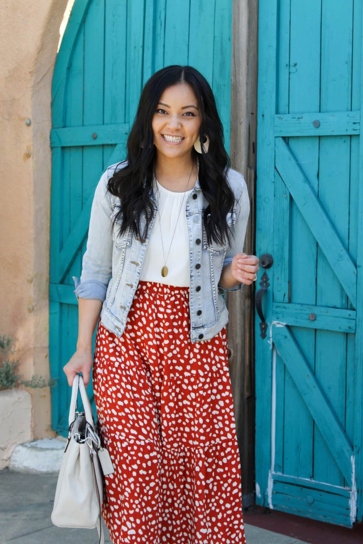 white top for spring: white top, printed skirt, pendant necklace, white earrings, white bag, denim jacket