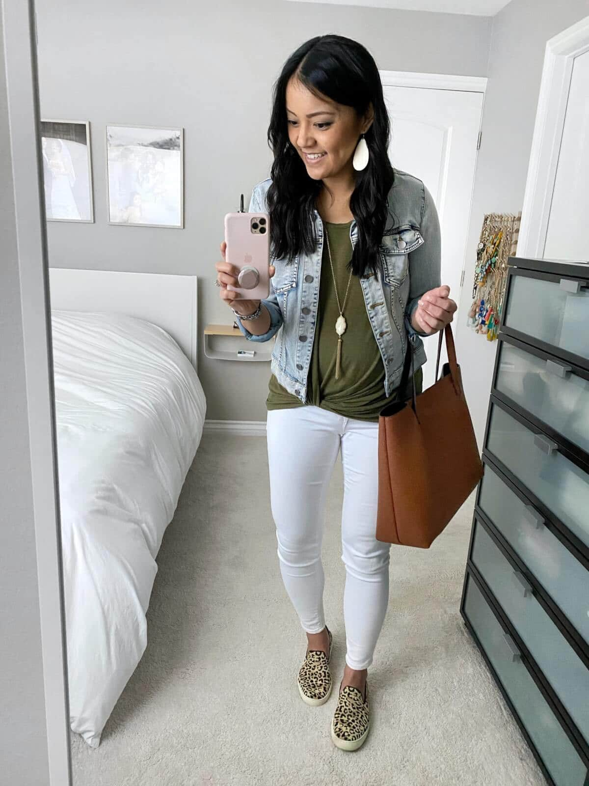 denim jacket outfit: denim jacket + olive tee + white jeans + leopard sneakers + brown tote + pendant necklace + white earrings