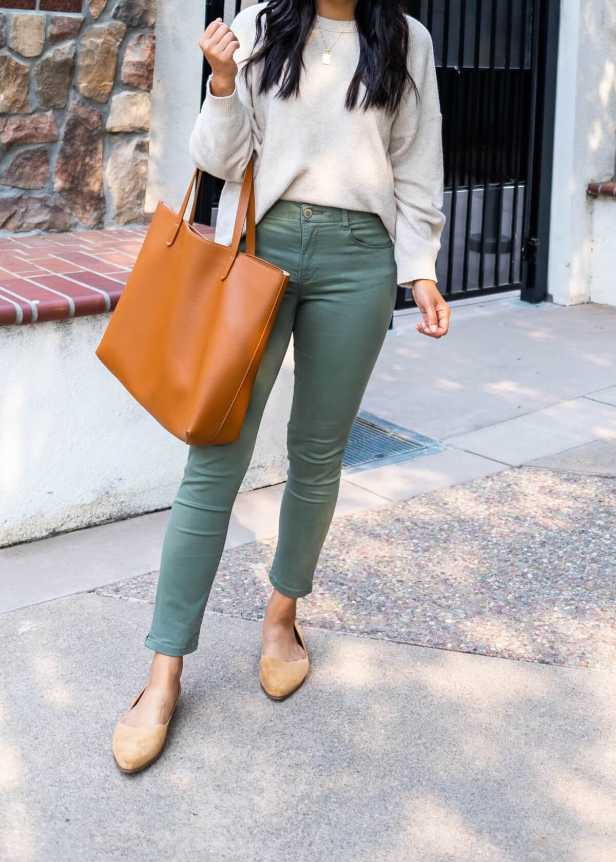 Comfy Casual Work Outfit: Treasure & Bond cream sweater + Wit & Wisdom olive green ankle pants + gold pendant necklace + tan suede flats + tan tote close up