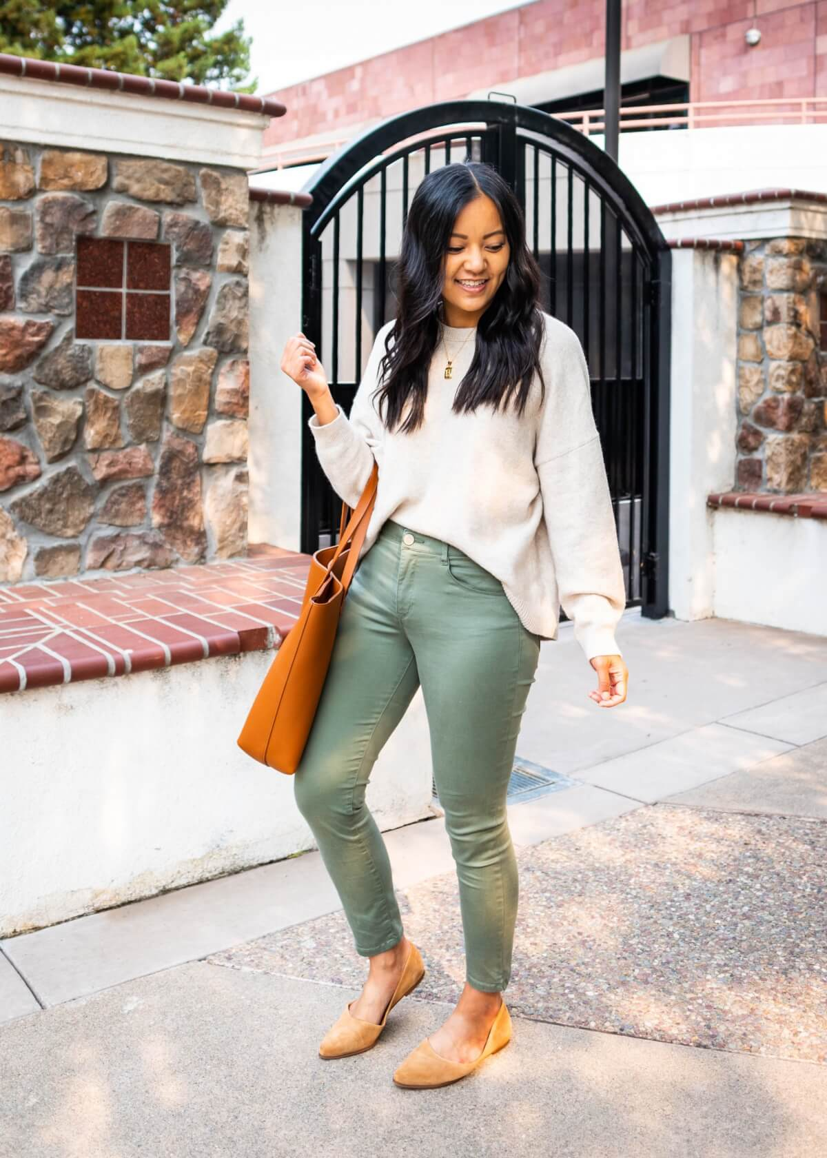 Comfy Casual Work Outfit: Treasure & Bond cream sweater + Wit & Wisdom olive green ankle pants + gold pendant necklace + tan suede flats + tan tote side view